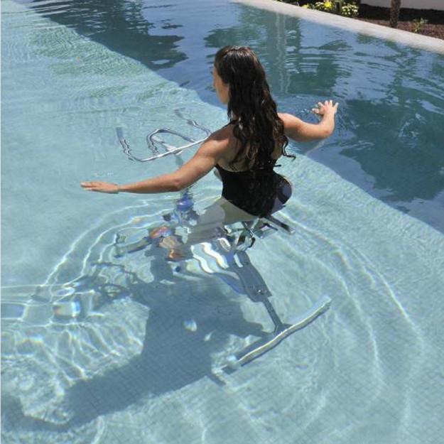 Facilmente movimentabile maneggiare e posizionare dentro e fuori della piscina