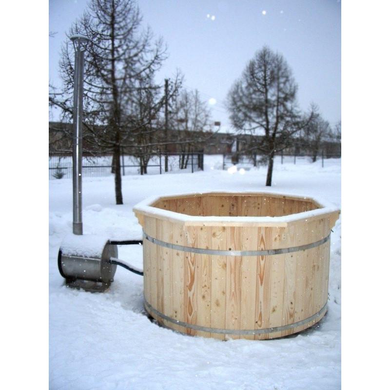 a297de936980 Vasca tinozza a botte in legno completa di stufa a legna · Tinozza con stufa  funzionante · Tinozza con copertura in legno · Tinozza riempita · Tinozza  con ...