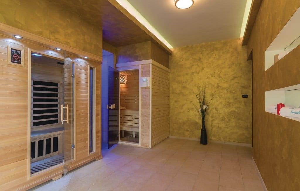 Sauna finlandese in abete o betulla 120x180 ottimo prezzo for Costo della costruzione di una sauna domestica
